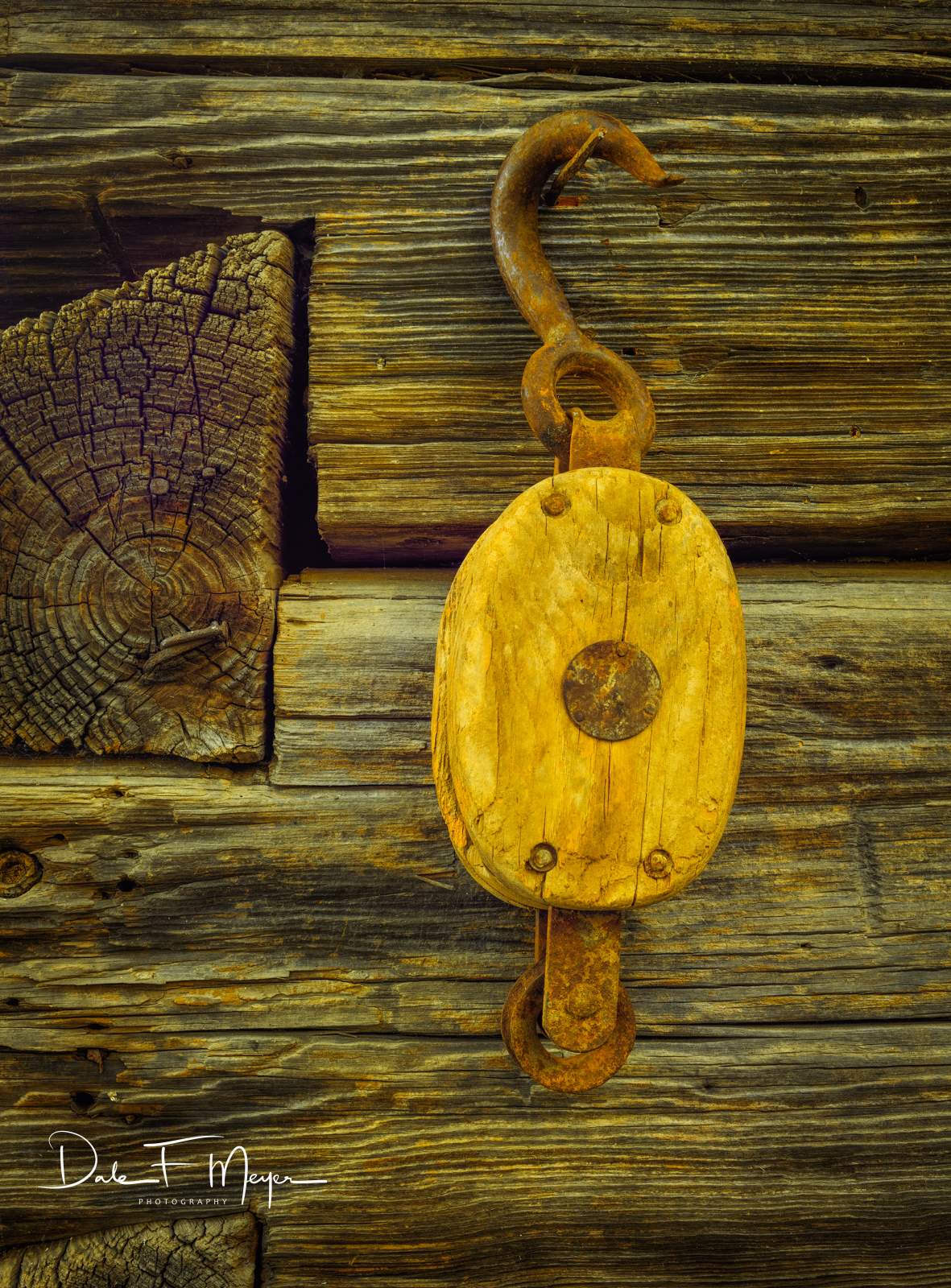 Old Barn Pulley, dove tail logs, time gone by gallerie, photo